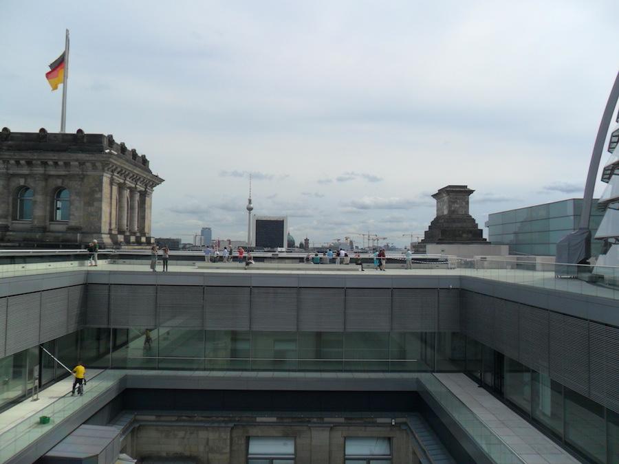 Die Fraktionsebene vom Dach des Reichstags