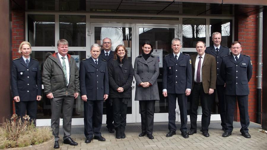 Katja Keul und Irene Mihalic mit Angehörigen des Bundespolizeiaus- und Fortbildungszentrums Walsrode