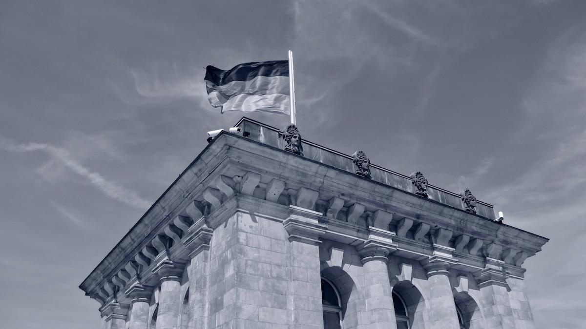 Fahne auf dem Reichstag